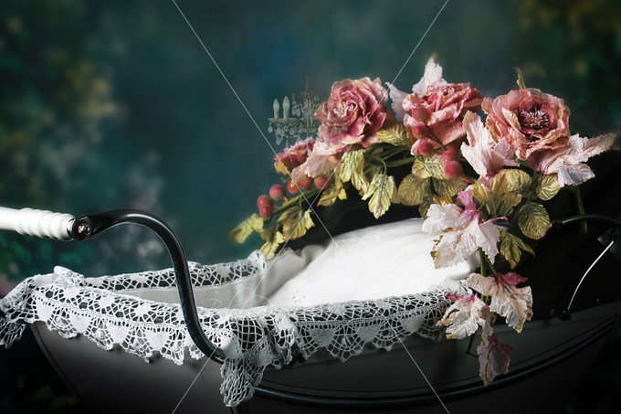 Old_English_Pram_with_Roses_Close_Up1.jpg