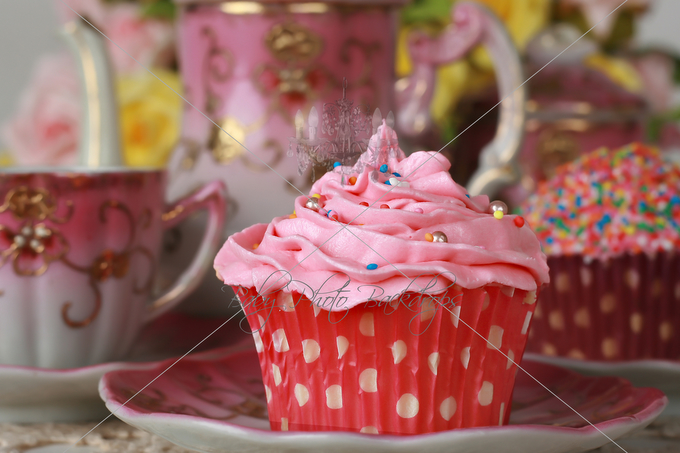 pink_cupcake_teaset_close-up.jpg
